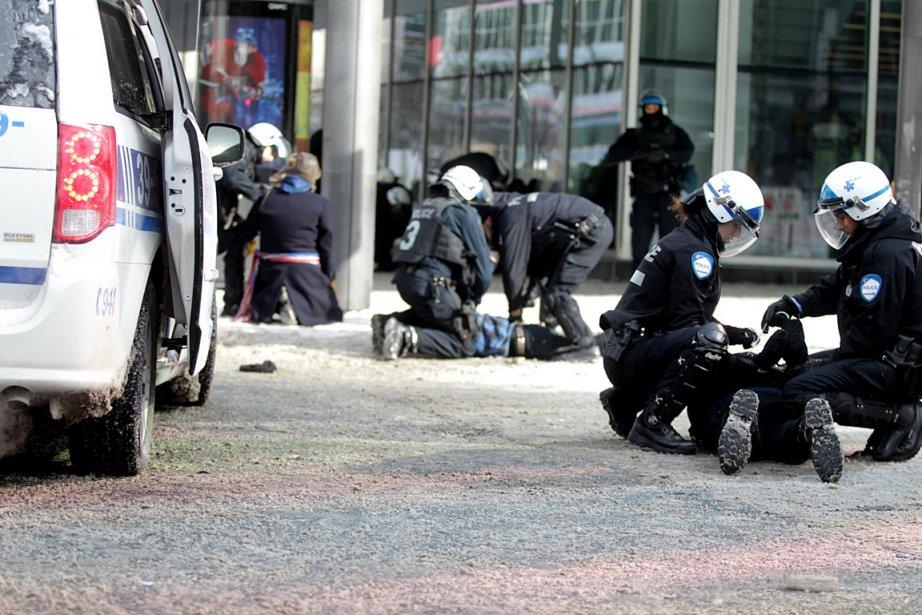 Des policiers ont procédé à des arrestations ce...