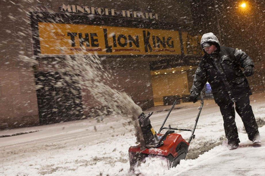 Un New-Yorkais bien équipé pour affronter la tempête. | 9 février 2013