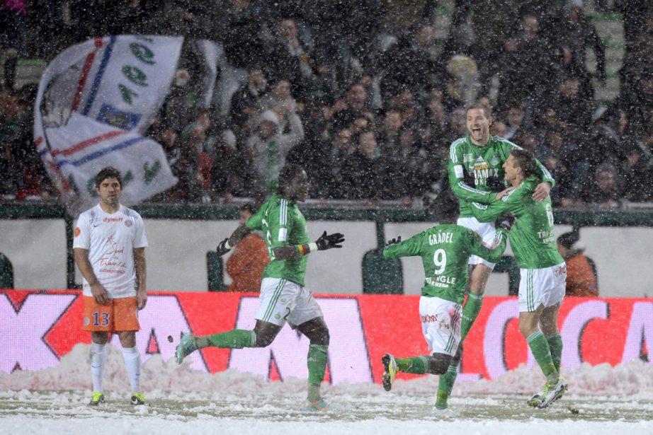 Saint-Étienne a vaincu Montpellier 4-1 sur un terrain... (Photo : Philippe Desmazes, AFP)