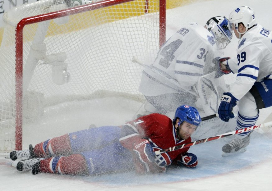 David Desharnais des Canadiens face à James Reimer et Mark Fraser des Maple Leafs. (Photo Bernard Brault, La Presse)