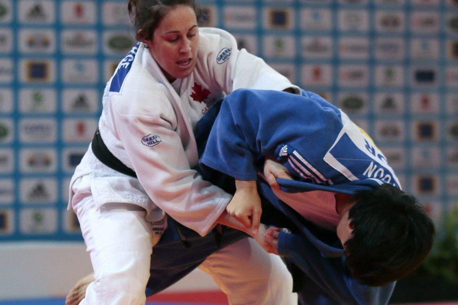 Pour la médaille de bronze, Catherine Roberge (à... (Photo : Agence France-Presse)