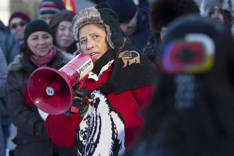 Une centaine d'autochtones et d'allochtones ont marché du... (Photo: Olivier Jean, La Presse)