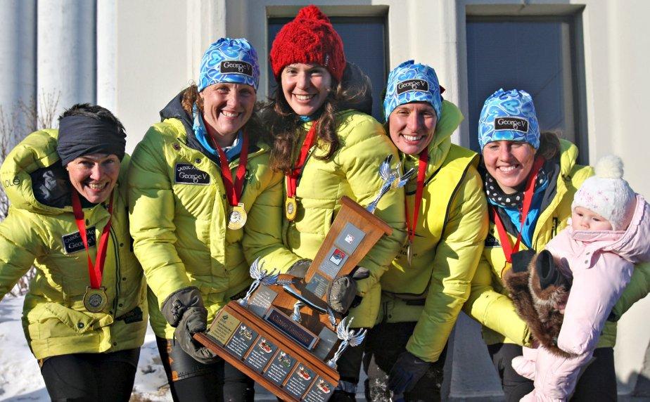 Du côté des femmes, le George V dirigé par Mylène Martel a été le premier à terminer la course de canots à glace, le 10 février. | 11 février 2013