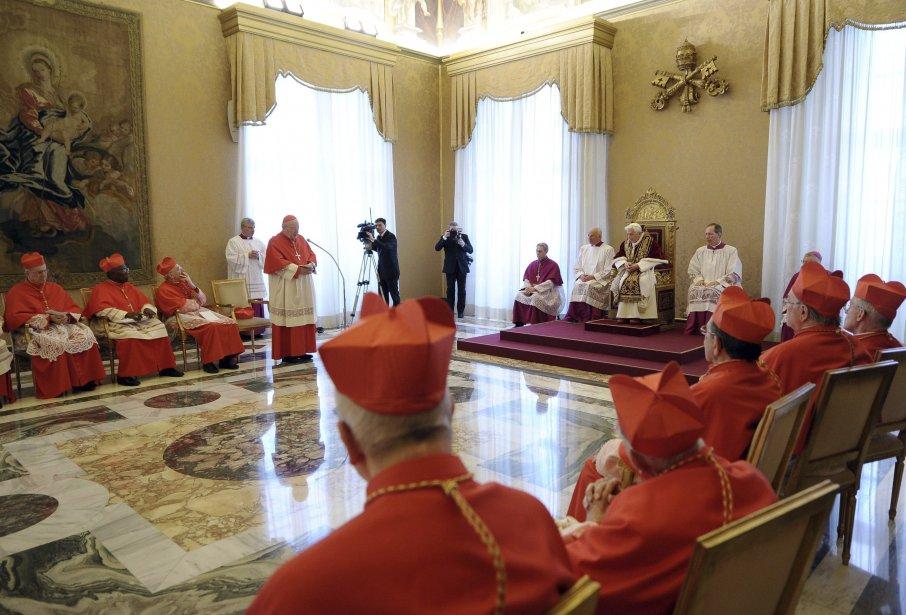 Évoquant une santé chancelante, le pape Benoît XVI a annoncé le 11 février qu'il démissionnera le 28 février, devenant ainsi le premier souverain pontife à prendre cette décision en près de 600 ans. | 11 février 2013
