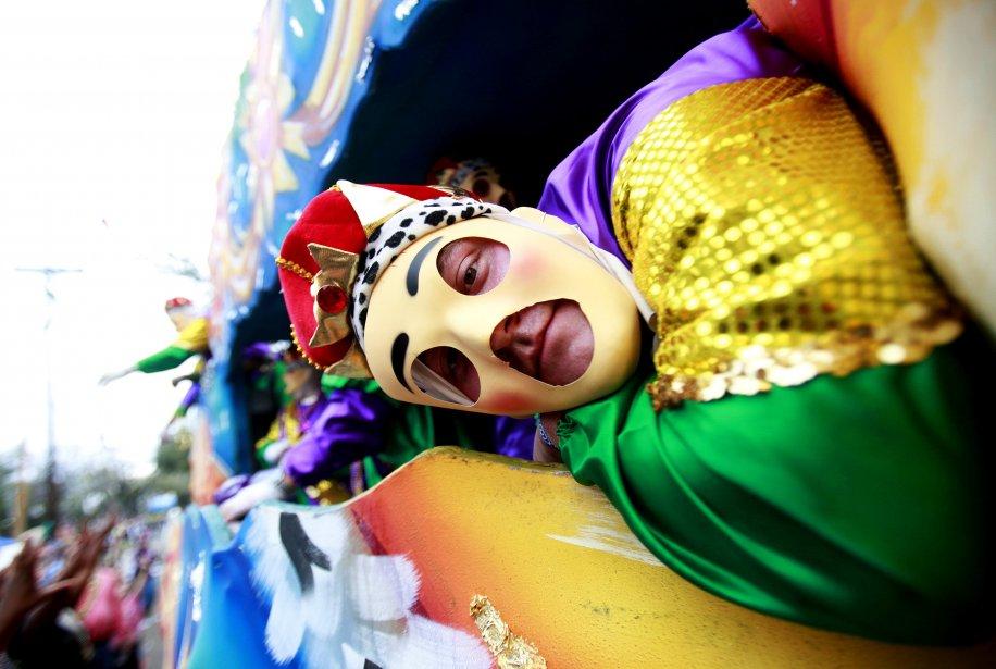 La parade célébrant Mardi Gras sur St. Charles Avenue, en Nouvelle-Orléans, est haute en couleur. | 11 février 2013