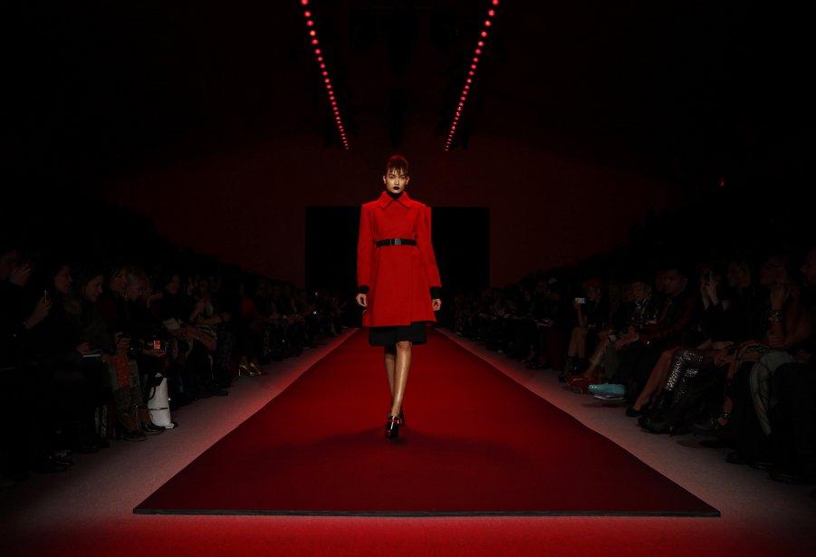 Un mannequin présente une création de Vivienne Tam durant la semaine de la Mode, à New York. | 11 février 2013