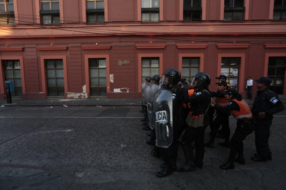 La police anti-émeute est sur le qui-vive dans les rues de Guatemala City, théâtre de violences. | 11 février 2013