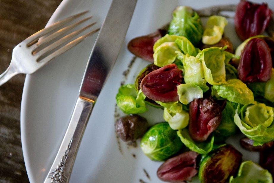 Coeurs de canard et choux de Bruxelles... (Photo Marco Campanozzi, La Presse)