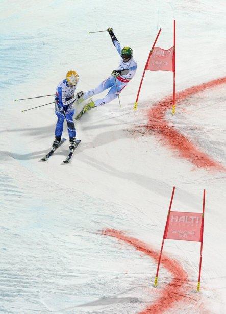 Philipp Schoerghofer de l'Autriche (à droite) et Andre Myrher de la Suède lors de la final de l'événement d'équipe aux Championnats du monde de ski à Schladming, en Autriche. | 13 février 2013