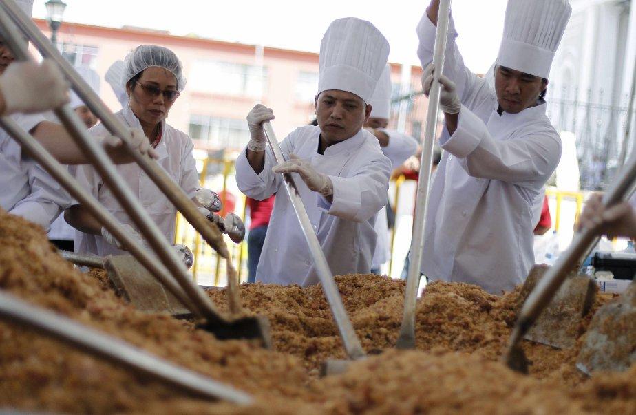 Cinquante-deux chefs, provenant de différents restaurants chinois au Costa Rica, font cuire le