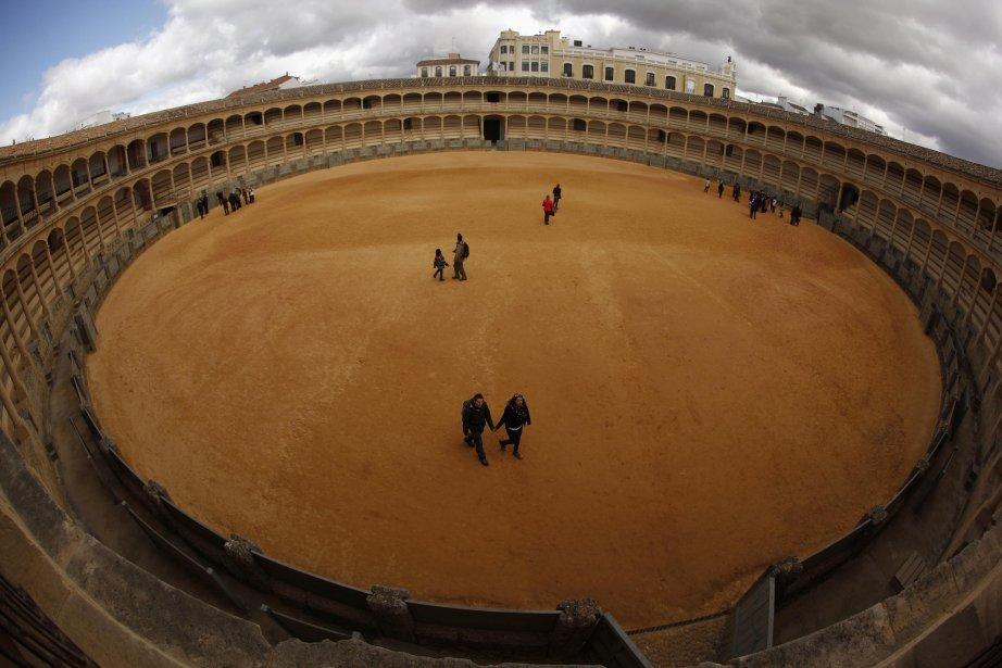 Des touristes se promènent dans les arènes de Ronda, près de Malaga. | 13 février 2013