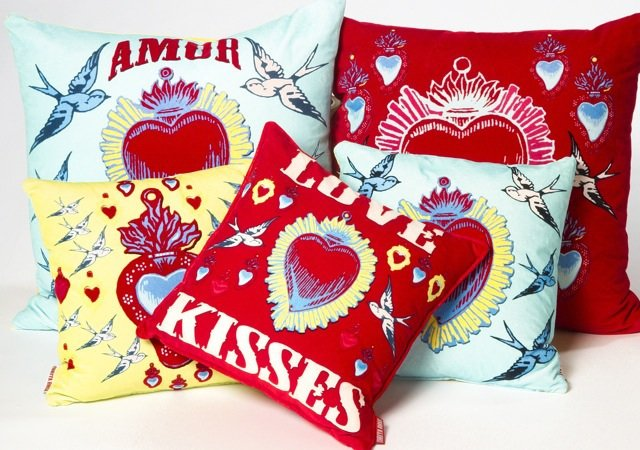 Coussins en velours collection Amor par Corita Rose. Entre 145... | 2013-02-13 00:00:00.000