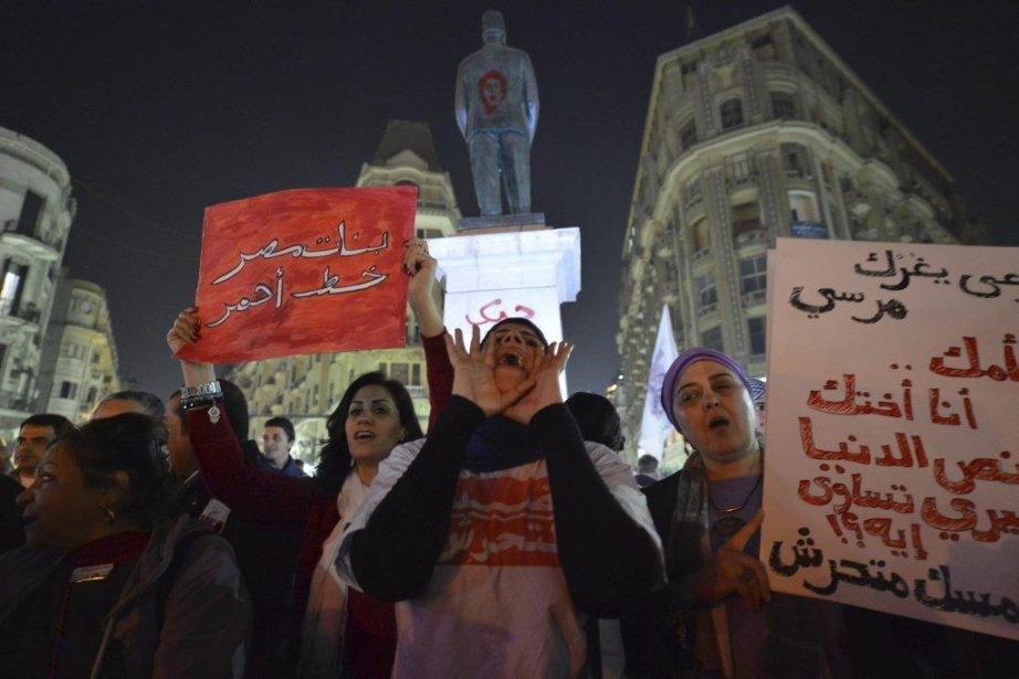 Des Égyptiennes ont manifesté au Caire pour protester... (PHOTO KHALED DESOUKI, AFP)