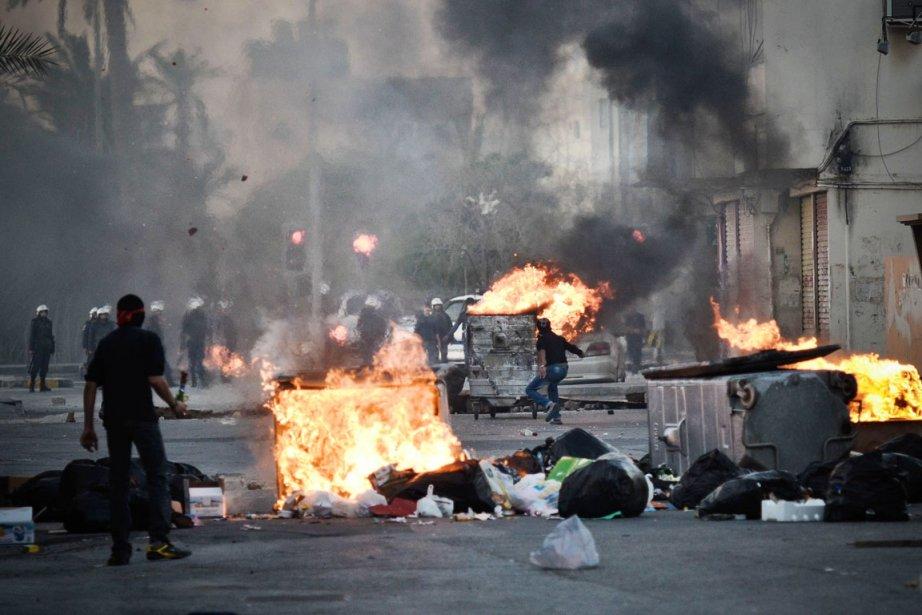 Des centaines de manifestants sont descendus dans les... (PHOTO MOHAMMED AL-SHAIKH, AFP)