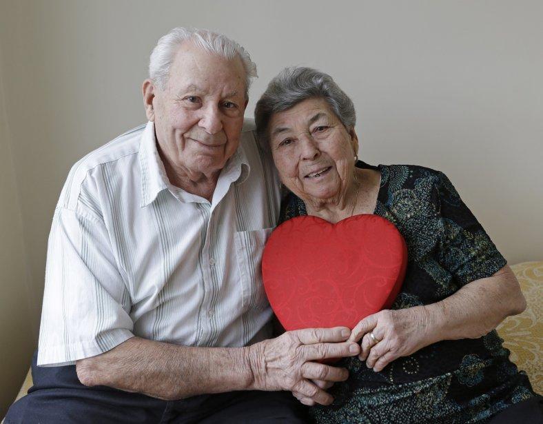 Fortunato Corso, 89, et Maddalena Corso, 88, marriés 72 ans, à New York. | 14 février 2013