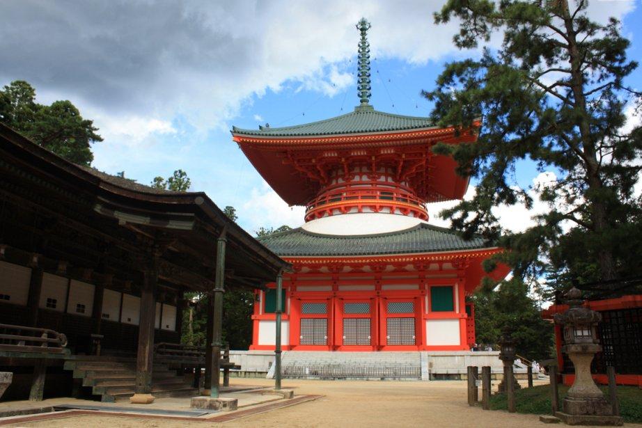 Le site de Kondo, avec sa pagode à...