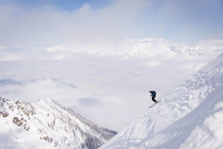 Un skieur dévale les pentes du mont Aigba à Sotchi, en Russie. | 15 février 2013