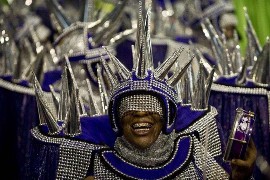 Des participants au défilé donnant le coup d'envoi du Carnaval de Rio. | 15 février 2013