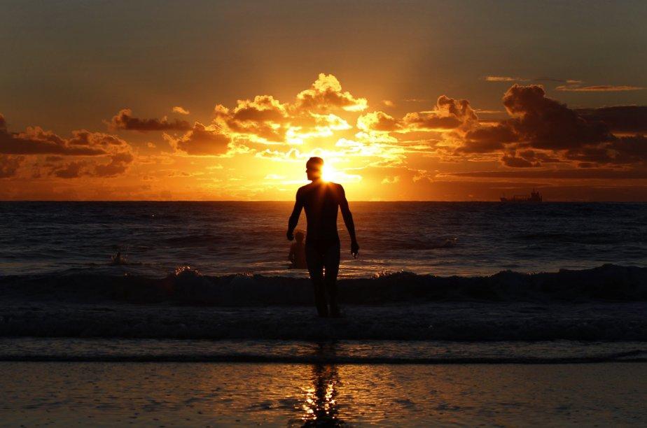 Le soleil se lève sur la plage de Coogee près de Sydney, en Australie. | 15 février 2013