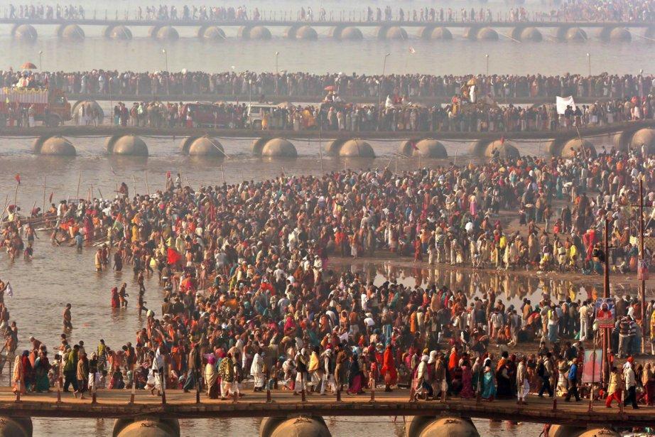 Des millions de pèlerins participent au festival Kumbhamelā à Allāhābād. | 15 février 2013