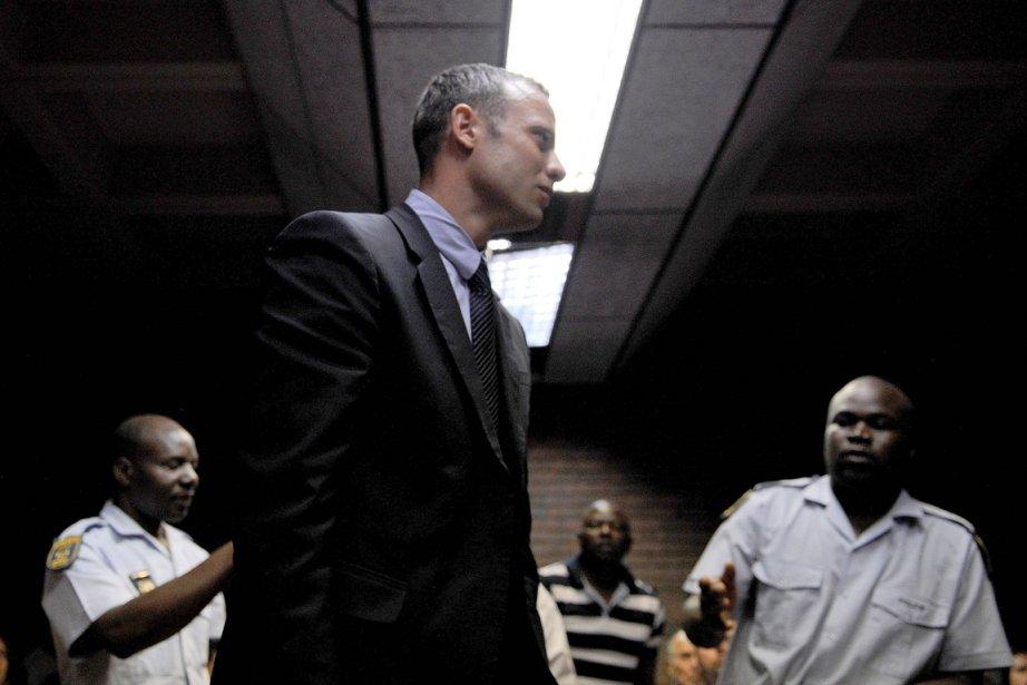 Oscar Pistorius a été formellement inculpé du meurtre... (Photo Stéphane de Sakutin, AFP)