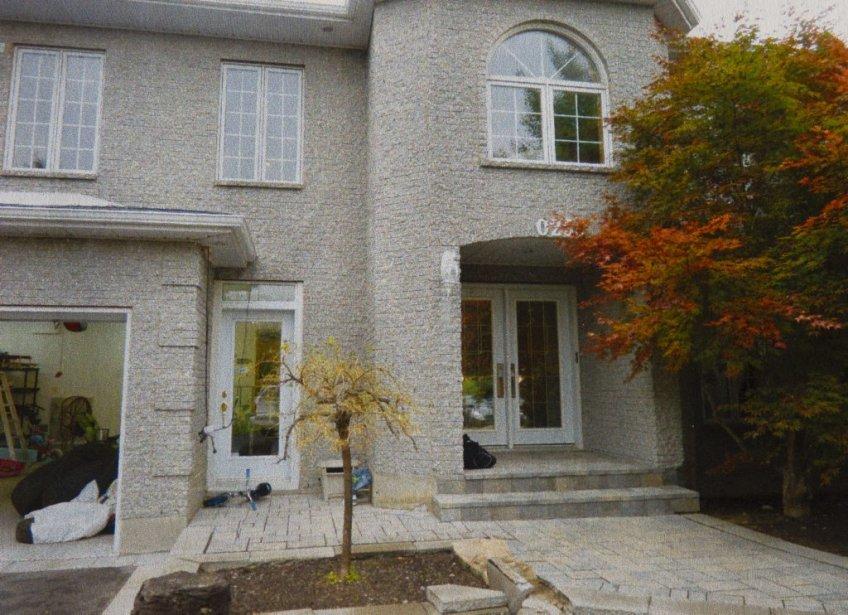 La requête vise également à bloquer la maison évaluée à 650 000$ où habitent Pollard et sa famille, à Laval. | 15 février 2013