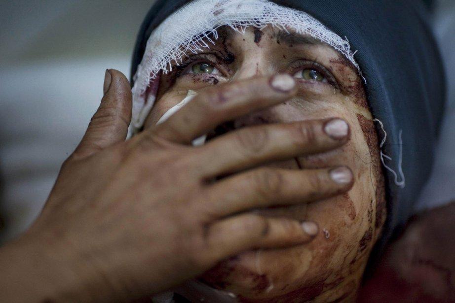 Le premier prix de la catégorie «informations générales» revient à l'Argentin Rodrigo Abd de l'Associated Press pour ce cliché d'une victime d'un bombardement de l'aviation syrienne à Idlib, pris le 10 mars 2012. | 15 février 2013