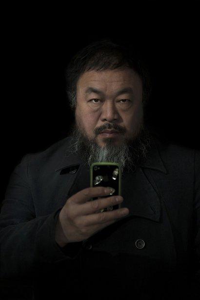 Stefen Chow du magazine Smithsonian gagne le premier prix de la catégorie «portrait mis en scène» pour ce portrait de l'artiste et dissident chinois Ai Weiwei. | 15 février 2013