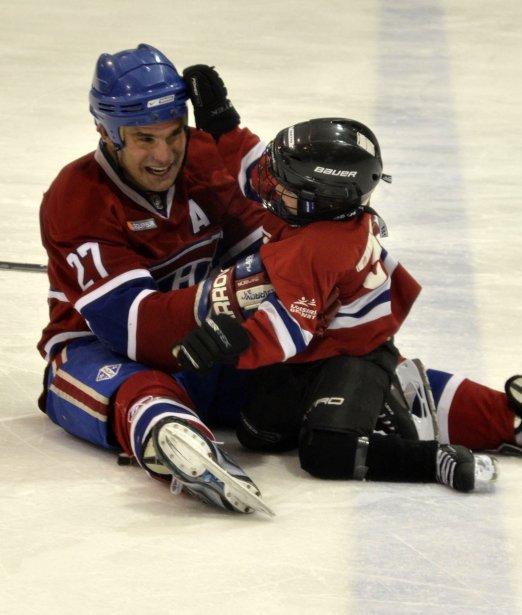 Gilbert Delorme a particulièrement été apprécié des jeunes joueurs du hockey mineur de Granby. Match des anciens canadiens au centre sportif Léonard-Grondin de Granby contre l'équipe Pneu Robert-Bernard formé de joueur du dimanche. | 15 février 2013
