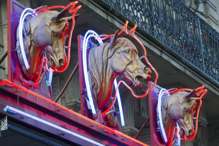 L'enseigne d'une boucherie chevaline de Paris, le 15... (PHOTO JACQUES BRINON, AP)