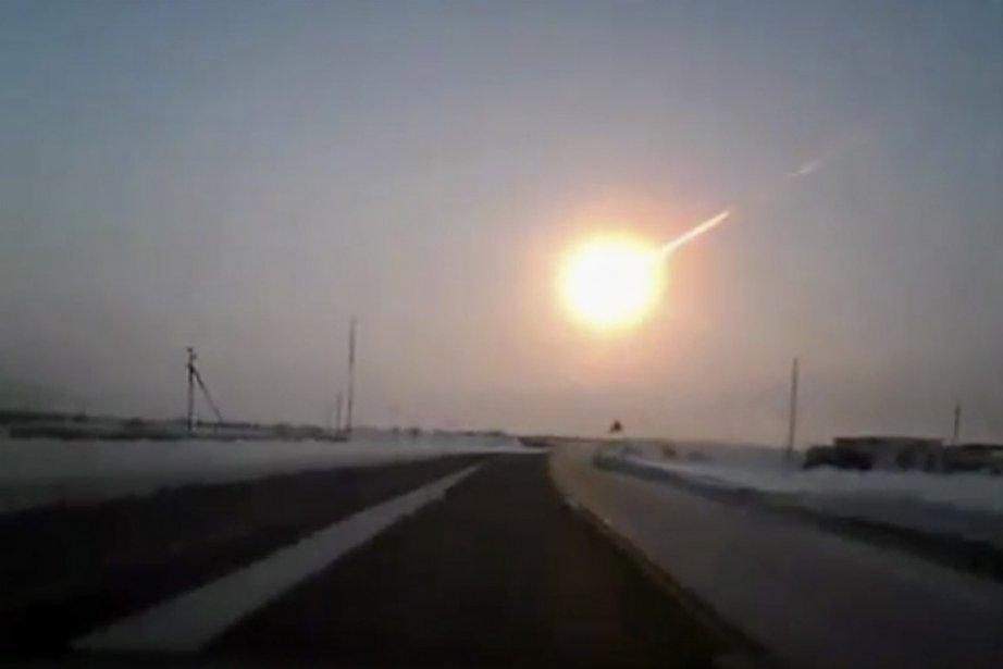 Une météorite a explosé vendredi au-dessus de la... (Photo : Associated Press)