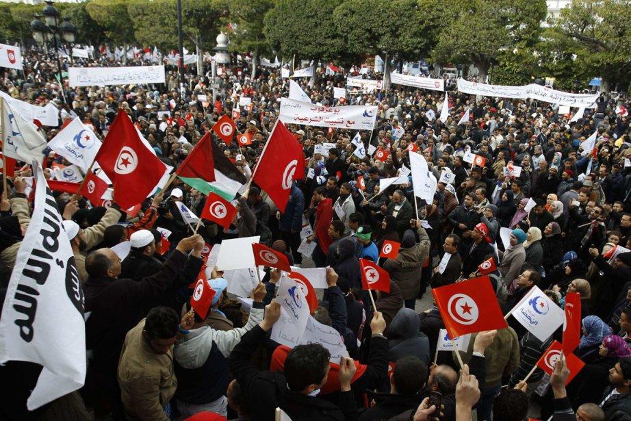 Le rassemblement de samedi vise à appuyer Ennahda,... (Photo : Zoubeir Souissi, Reuters)