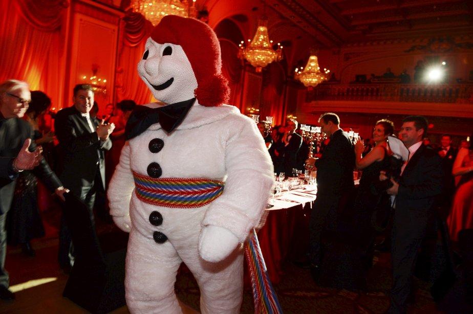 Bonhomme s'était mis sur son 31, le vendredi 15 février, pour le traditionnel Bal de Bonhomme, qui se tenait au Château Frontenac. | 16 février 2013