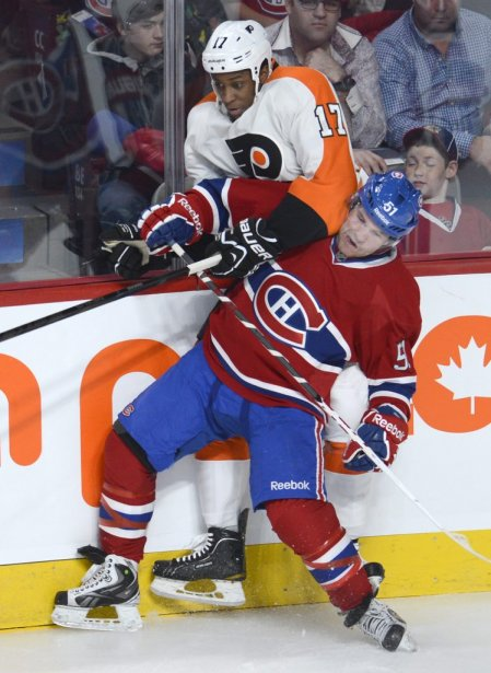 David Desharnais bataille contre Wayne Simmonds. (Photo Bernard Brault, La Presse)