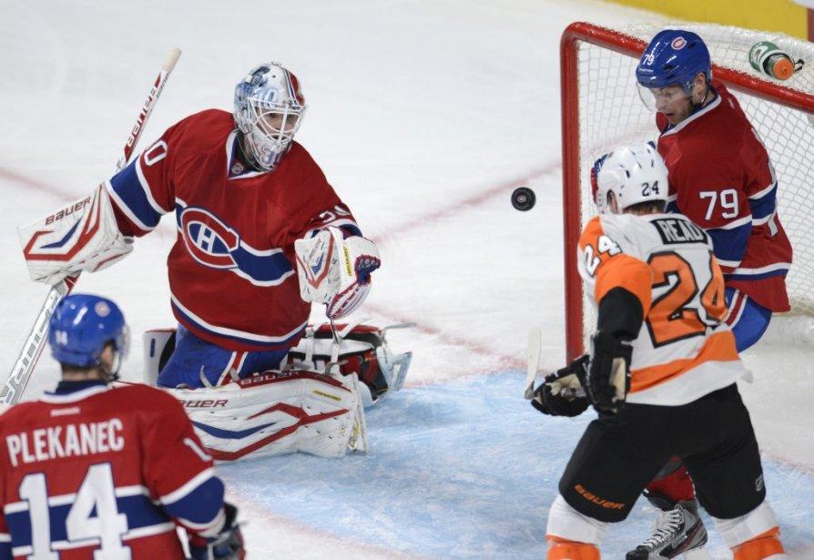 Matt Read tente de marquer pour les Flyers. | 16 février 2013