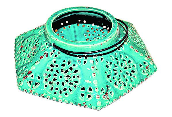 Lanterne en céramique, 49,99 $ chez Signature Maurice Tanguay (Place Ste-Foy, Québec, 418 650-6244) | 17 février 2013