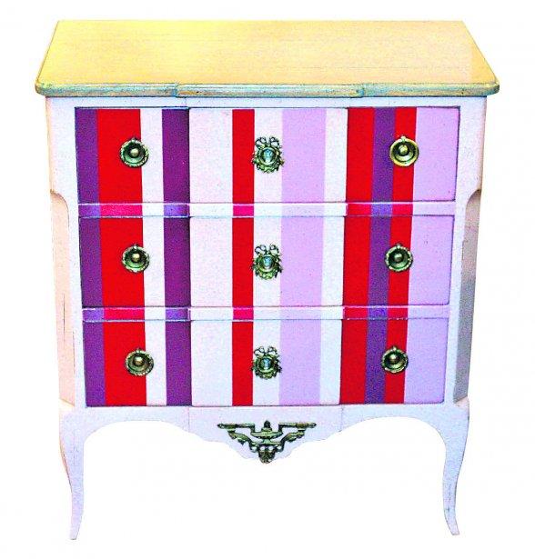 Commode trois tiroirs, 2745 $ chez Roche Bobois (9, rue Courcelette, Québec, 418 650-6244) | 17 février 2013