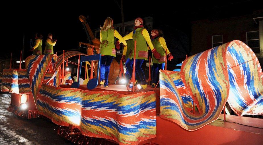 Le deuxième défilé de nuit du Carnaval, celui de la Haute-Ville, a eu lieu le samedi 16 février. | 17 février 2013