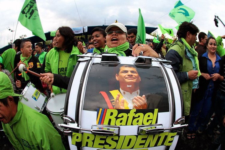Les Équatoriens ont à nouveau offert un nouveau plébiscite... (Photo: AFP)