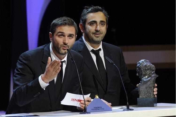 Olivier Nakache etEric Toledano ont accepté leur prix... (Photo: AFP)