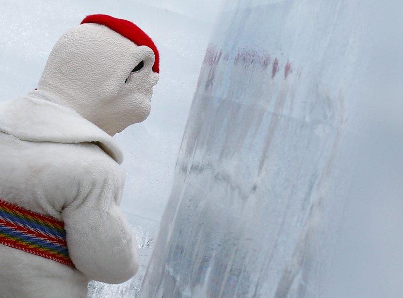 Le 59e Carnaval de Québec s'est terminé le 17 février par une cérémonie de clôture où Bonhomme a salué la foule une dernière fois avant de se retirer dans ses quartiers. | 18 février 2013