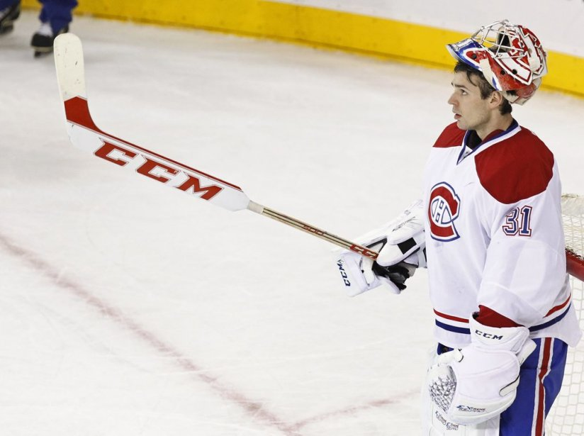 Carey Price profite d'une pause publicitaire pour relaxer. (PHOTO ADAM HUNGER, REUTERS)