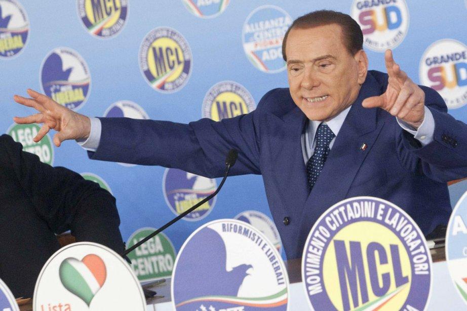 L'ex-premier ministre Silvio Berlusconi en campagne électorale, à... (PHOTO MAURO SCROBOGNA, AP)