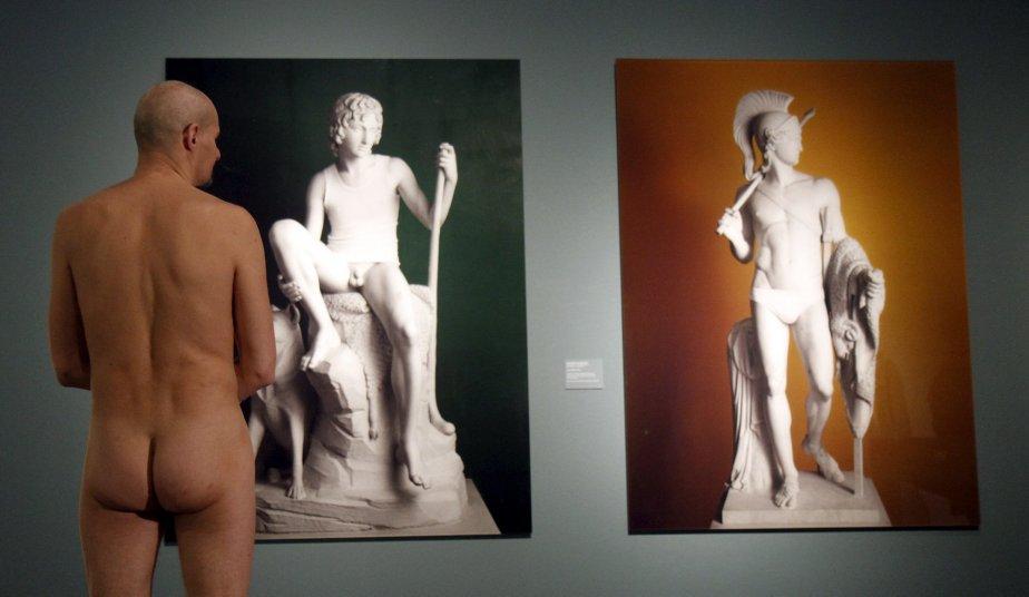 Les visiteurs du musée Leopold de Vienne ont suivi le thème de l'exposition «Homme nu de 1800 à nos jours», et ont admiré les oeuvres dans leur plus simple appareil. | 20 février 2013