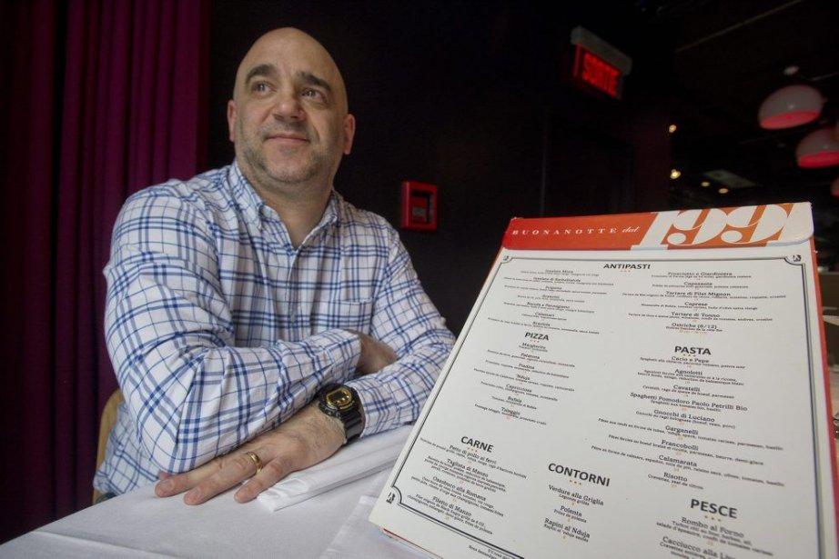 Massimo Lecas, le propriétaire duBuonanotte, pose avec un... (Photo Graham Hughes, La Presse Canadienne)