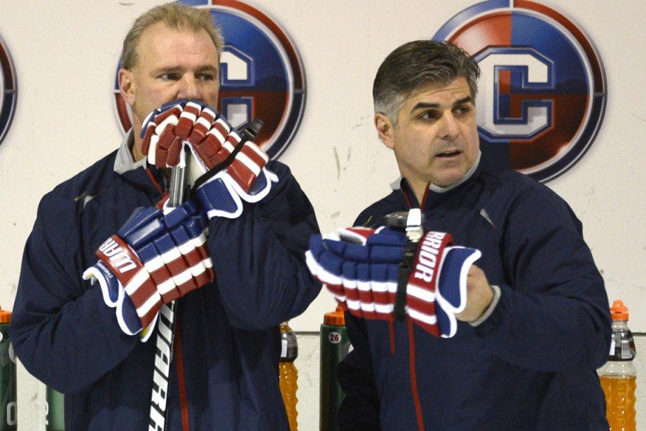 Michel Therrien (à gauche) confie un rôle de... (Photo Bernard Brault, La Presse)