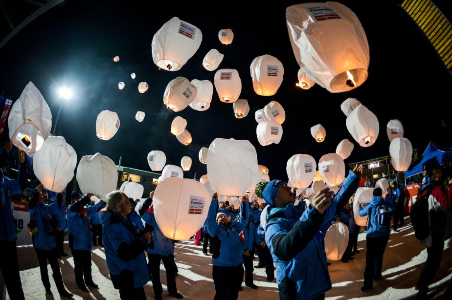 Lâcher de ballons à la cérémonie d'ouverture des Championnats du monde de ski nordique FIS à Cavalese, dans les Dolomites, en Italie. | 21 février 2013