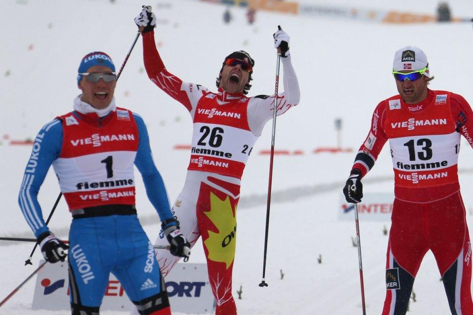 Alex Harvey (au centre) jubile après avoir franchi... (Photo Pierre Teyssot, AFP)