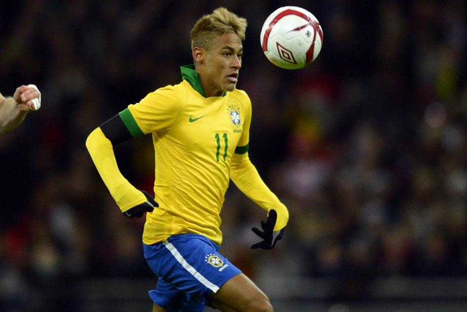 Neymar est sous contrat avec Santos jusqu'à la... (Photo : Adrian Dennis, archives AFP)