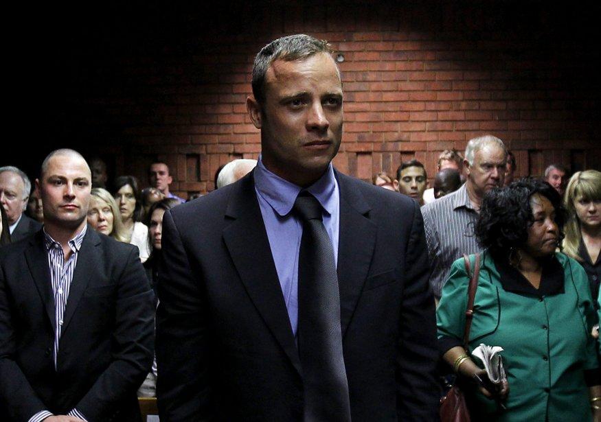 Le coureur sud-africain Oscar Pistorius comparaît à l'enquête sur son cautionnement à la suitede son arrestation pour le meurtre de sa femme, Reeva Steenkamp, à Pretoria, en Afrique du Sud. | 21 février 2013